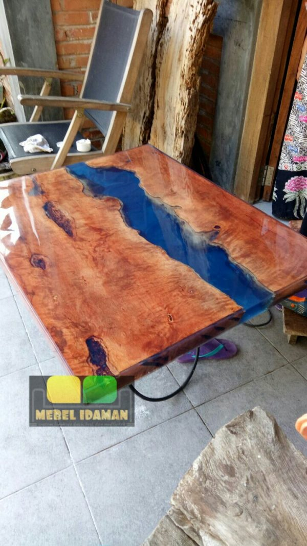 Meja Resin kayu natural