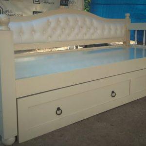 Sofa bed warna putih double bed