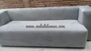 Sofa minimalis warna abu-abu