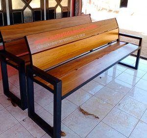 bangku taman kayu minimalis kombinasi besi