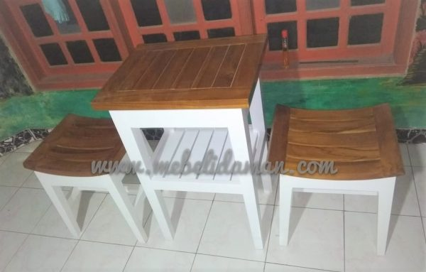 Meja dan Kursi Teras Kayu