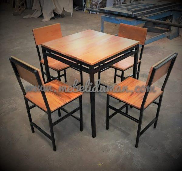 Meja dan Kursi Makan Industrial minimalis.jpg